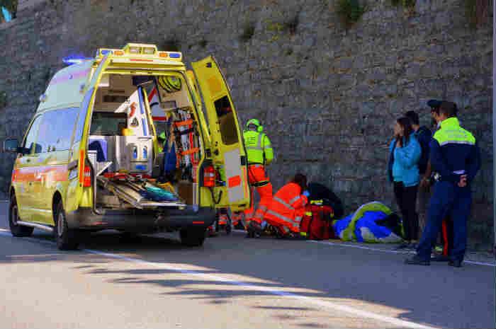 ambulanza soccorre paziente