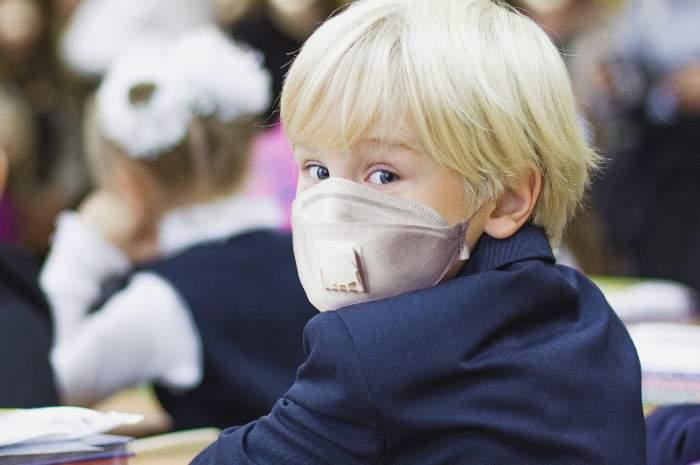 Lezione in presenza ai figli dei sanitari, il no del Ministero
