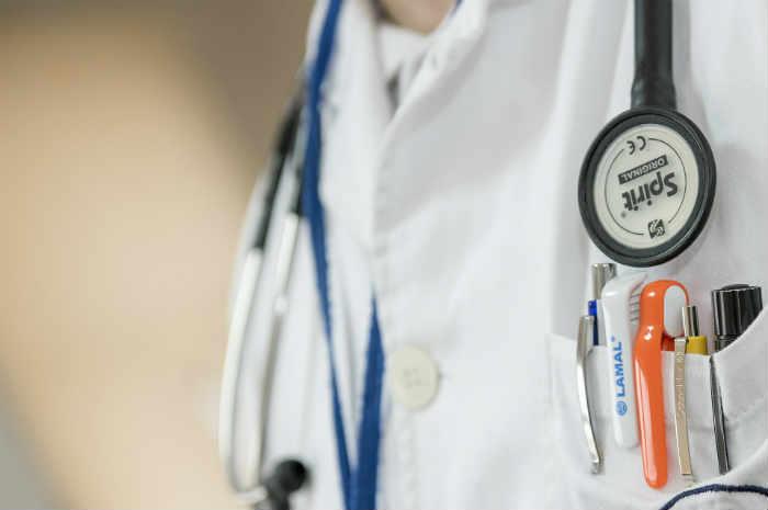 dettaglio divisa professionista sanitario