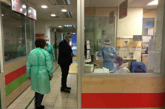 Milazzo: paziente dà in escandescenze, infermiere contuso