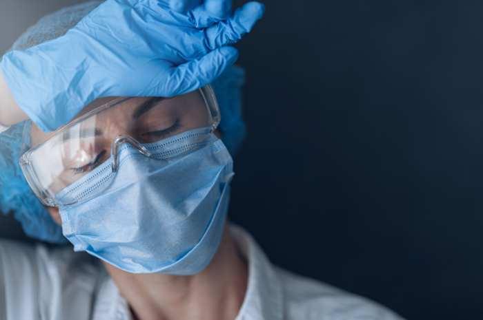 Il peso emotivo che vivono gli infermieri durante l'emergenza