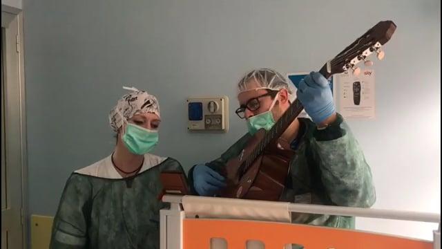 Francesca, infermiera di cardiologia canta Fai rumore di Diodato