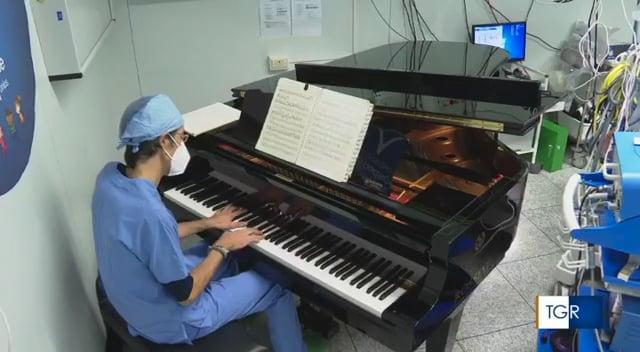 Il pianoforte in sala operatoria all'ospedale pediatrico di Ancona