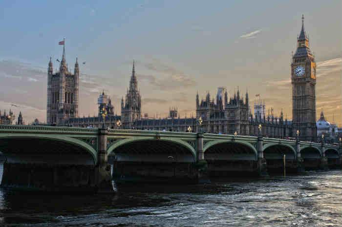 NMC abbassa soglia OET per certificazione lingua inglese