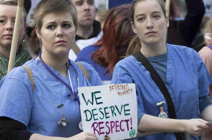 protesta infermieri nhs