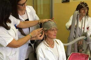 Chemio, una cuffia impedisce ai capelli di cadere