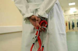 Salerno, medico alla direzione del servizio infermieristico