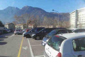 Trovare parcheggio per andare a lavoro, a Trento è una lotta