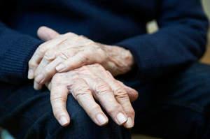 Parkinson, cos'è, sintomi e terapie