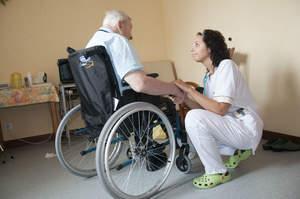 Quella differenza tra curare e prendersi cura del paziente