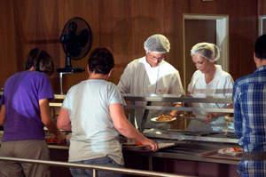 A mensa gratis, licenziati tre infermieri