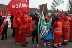 Loreto Mare, primo maggio dei sindacati davanti all'ospedale