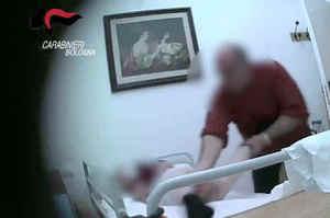 Ospizio degli orrori: anche violenze sessuali sugli anziani